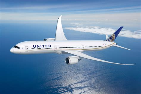 united-airlines-dreamliner-female-crew-worlds-largest-airshow